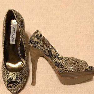 Steve Madden Peeptoe snakeskin wooden heel